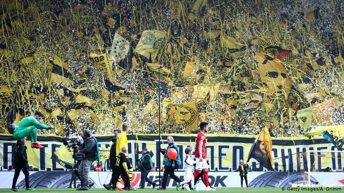 Competições de futebol da Alemanha terão a volta do publico em estádios